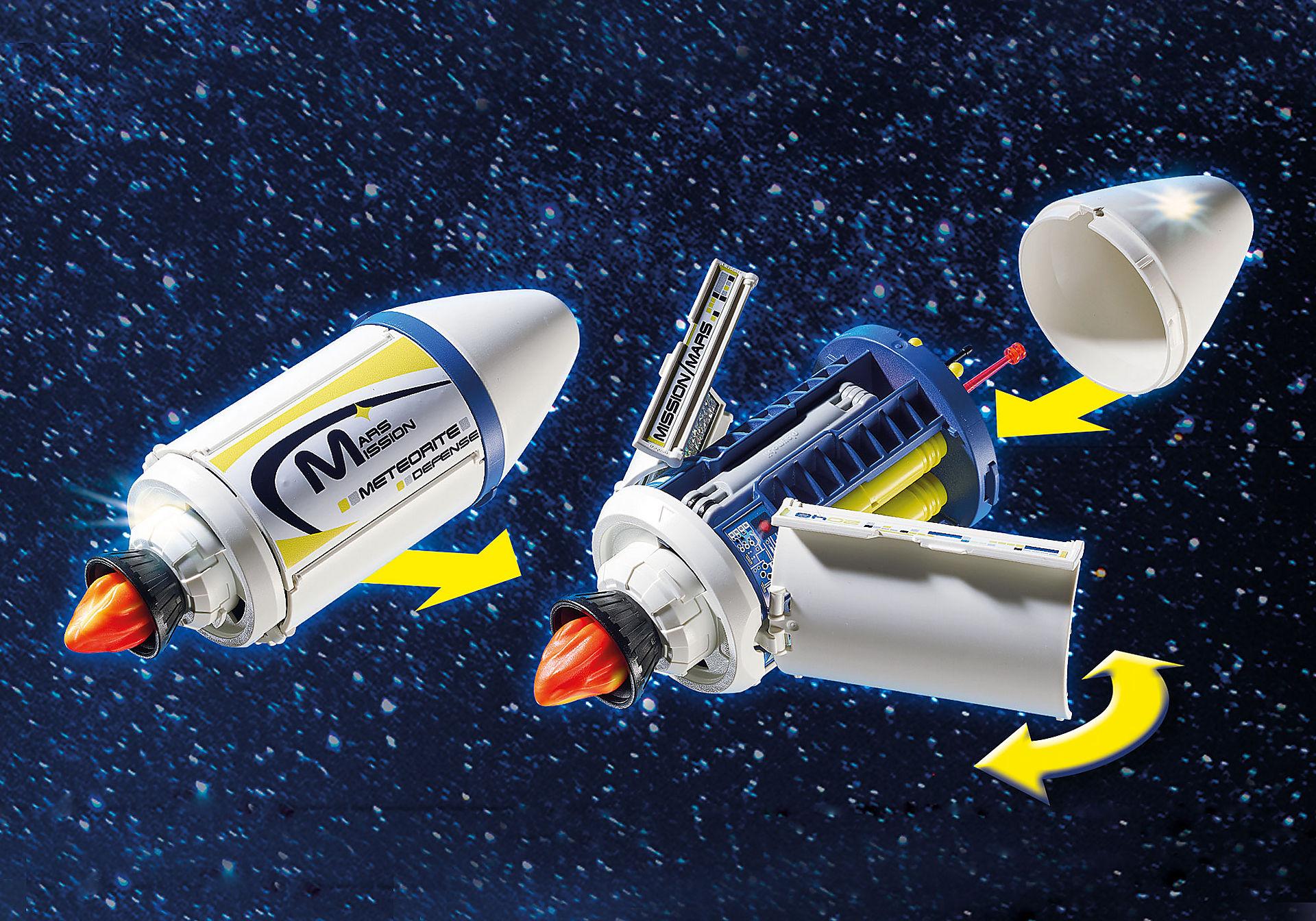 9490 Spationaute avec satellite et météorite zoom image4