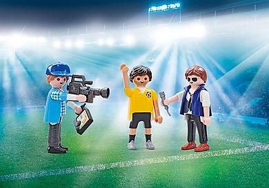 9825  Journalistes et joueur de foot