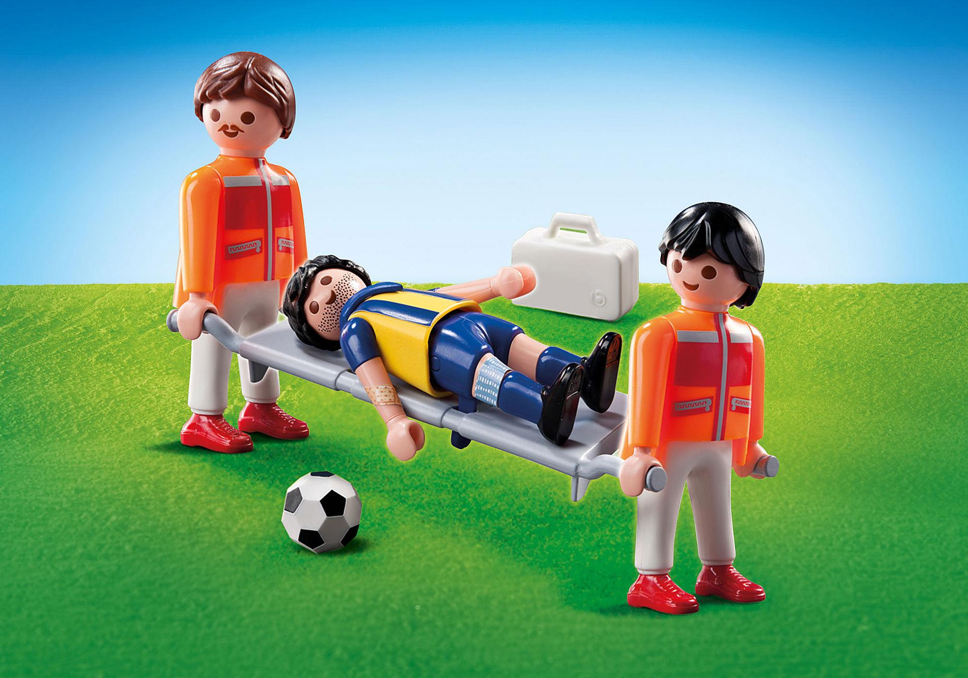 9826 Sanitäter mit Fußballspieler zoom image1