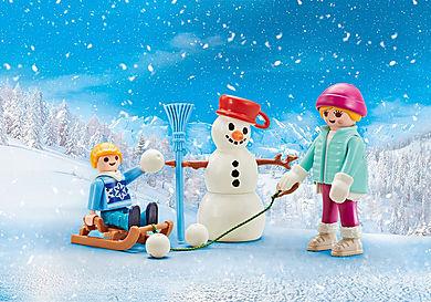 9864 Enfant avec luge d'hiver